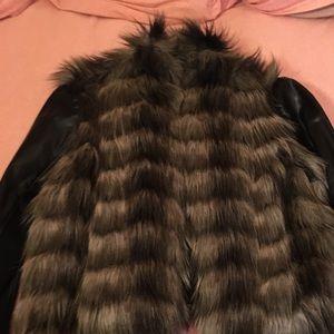 Faux fur guess jacket